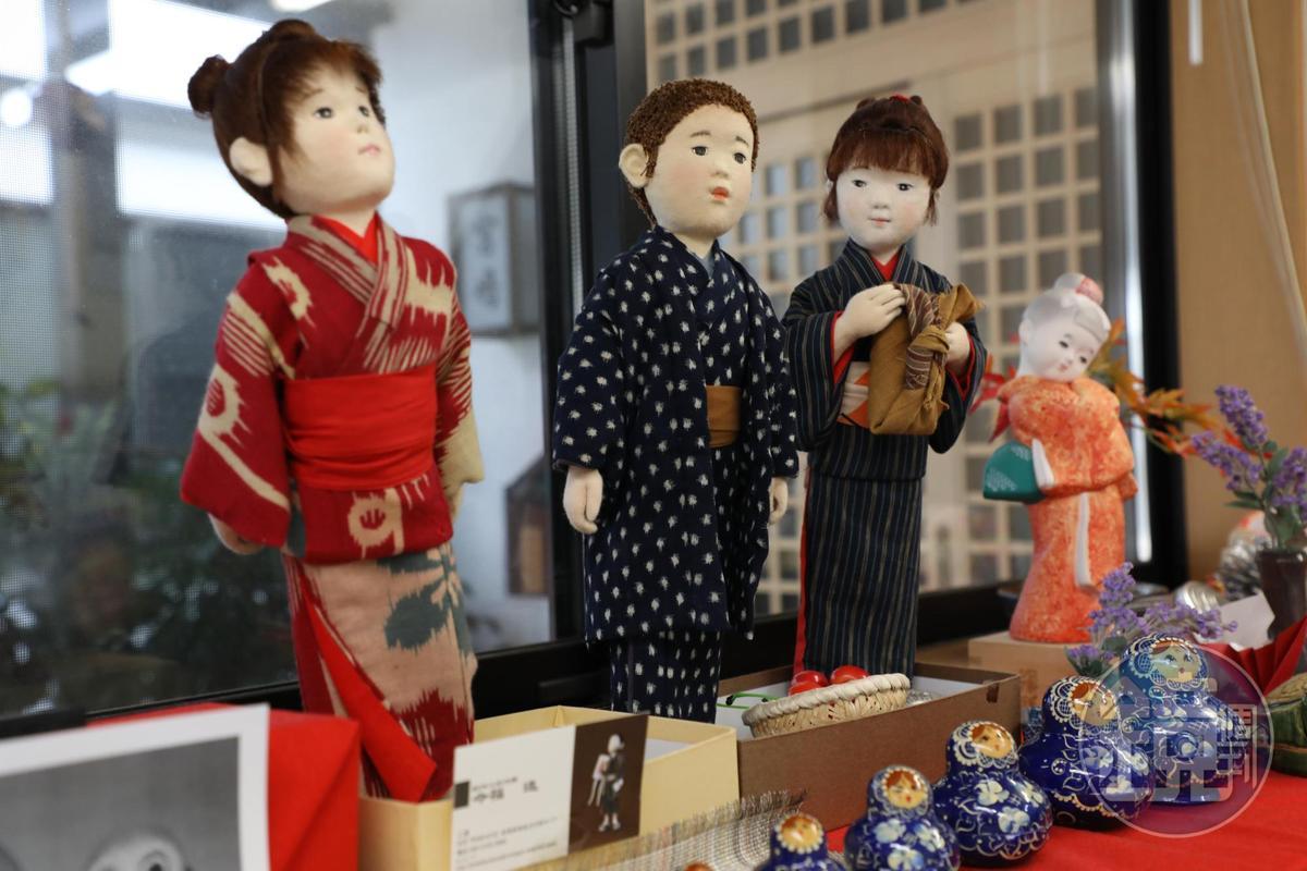 街道櫥窗展示的日本人形,惟妙惟肖。