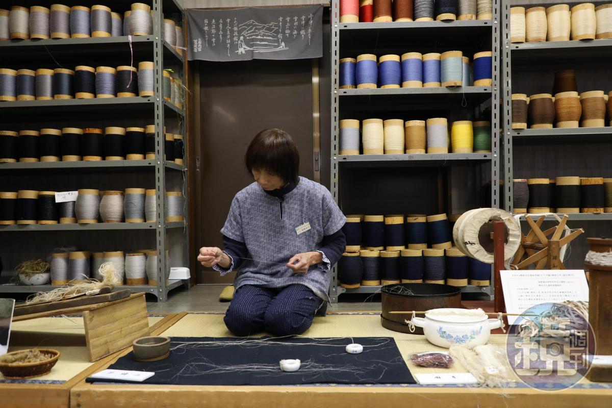 連分線都是細緻手工,難怪織好的成品那麼貴。