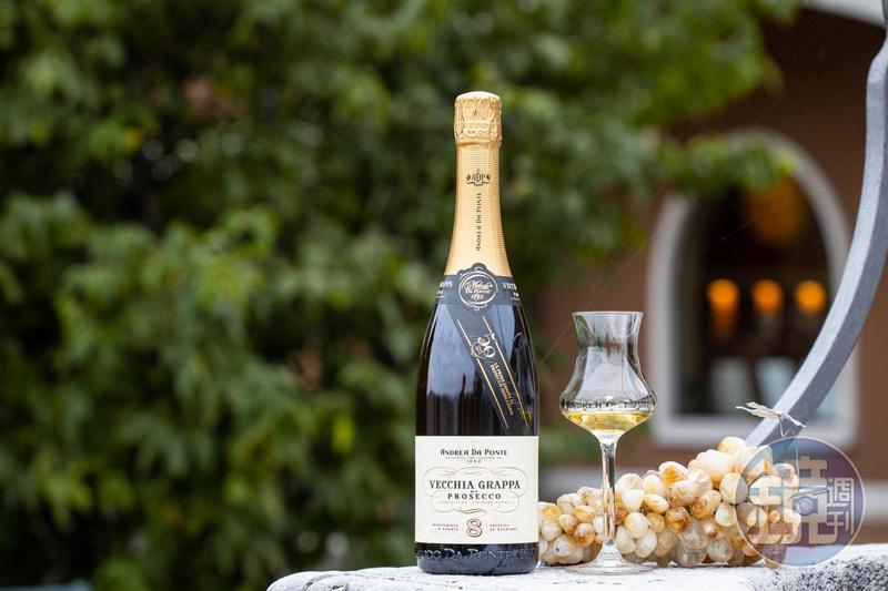 義大利人運用本該被丟棄的葡萄酒粕蒸餾出「Grappa」,靈魂之水藏著對葡萄的愛。