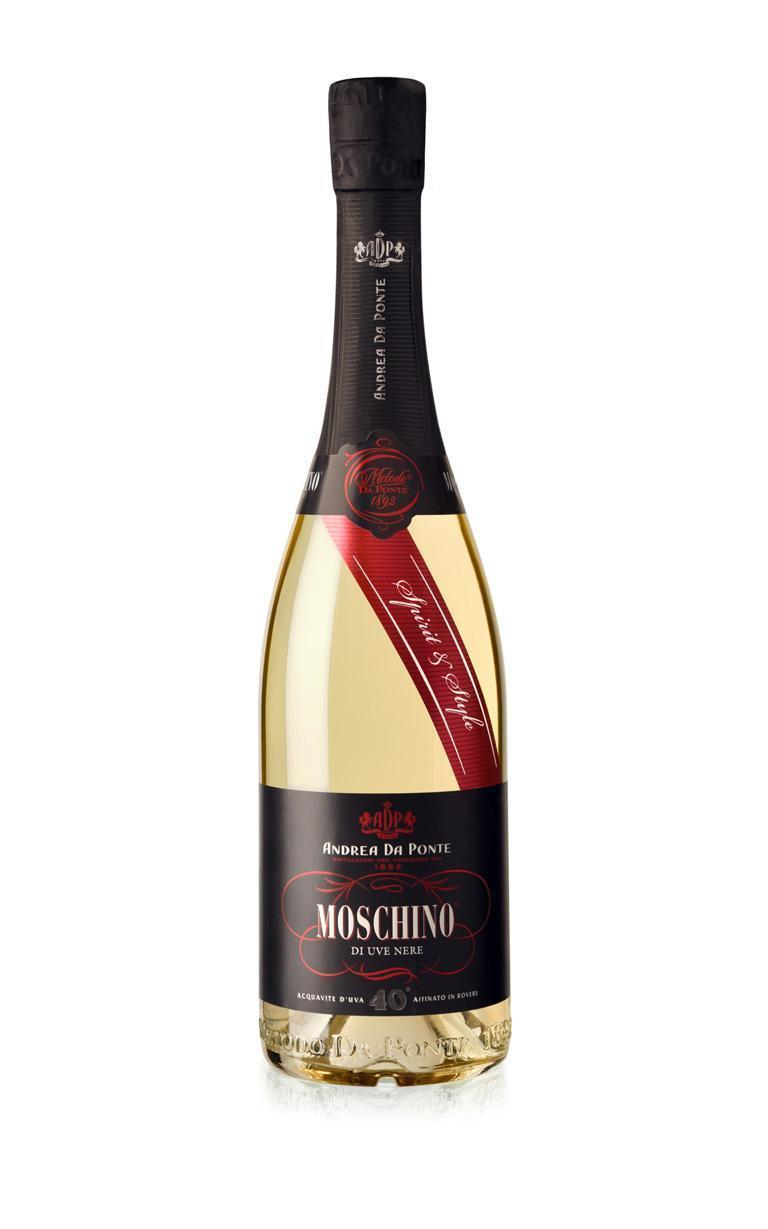 「Moschino」原酒來自多種黑葡萄酒渣,小橡木桶在熱鬧果味中賦予了令人愉悅的乾無花果香與細膩單寧。