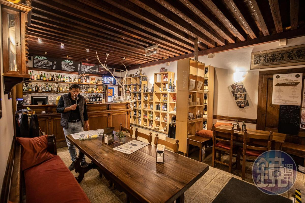 餐廳「Parco Gambrinus」也經營釀酒事業,店內可見許多自家佳釀。