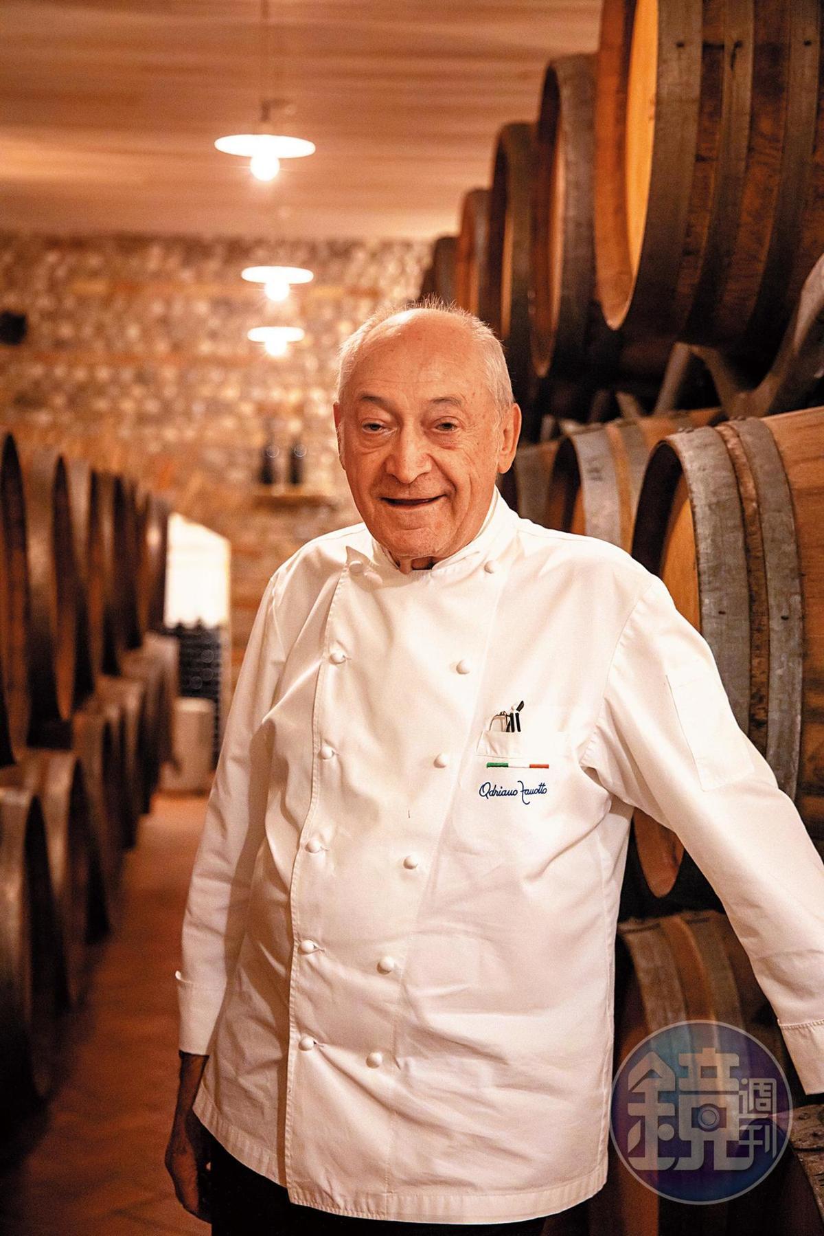 好客的Adriano Zanotto帶我們參觀他的地下酒窖。