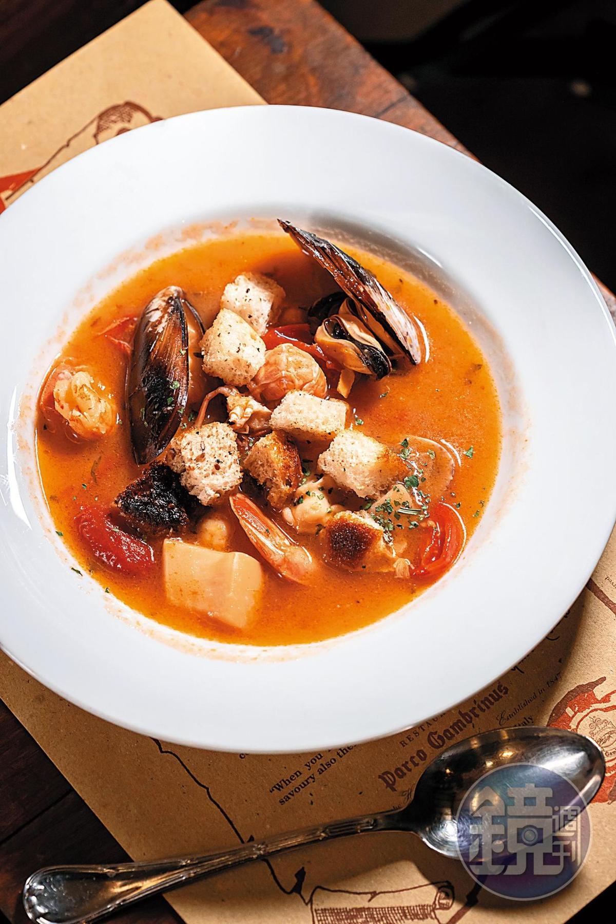 Prosecco的酸味,能讓義式海鮮湯中來自番茄、甲殼類的豐富氨基酸更加鮮甜。