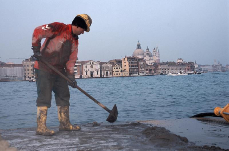 水都威尼斯面臨極端氣候日益嚴重的威脅,未來歷史學家能否像氣候專家透過科學模型預測災難?(東方IC)