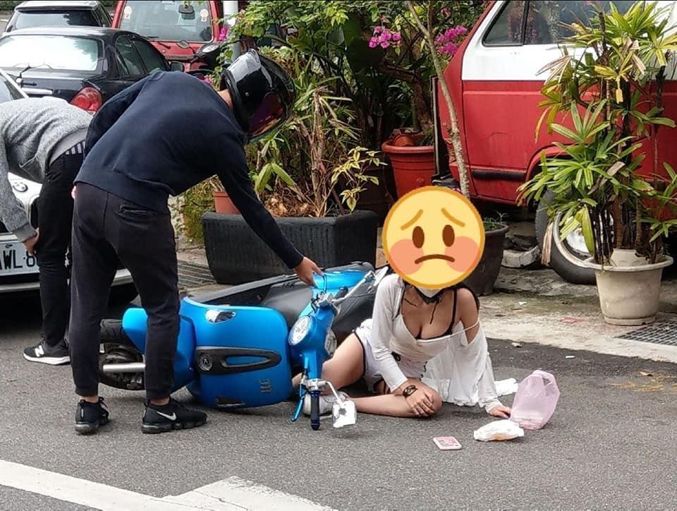 網友拍照上傳臉書引網友熱烈討論。(圖/翻攝自「加藤軍路邊隨手拍」臉書)