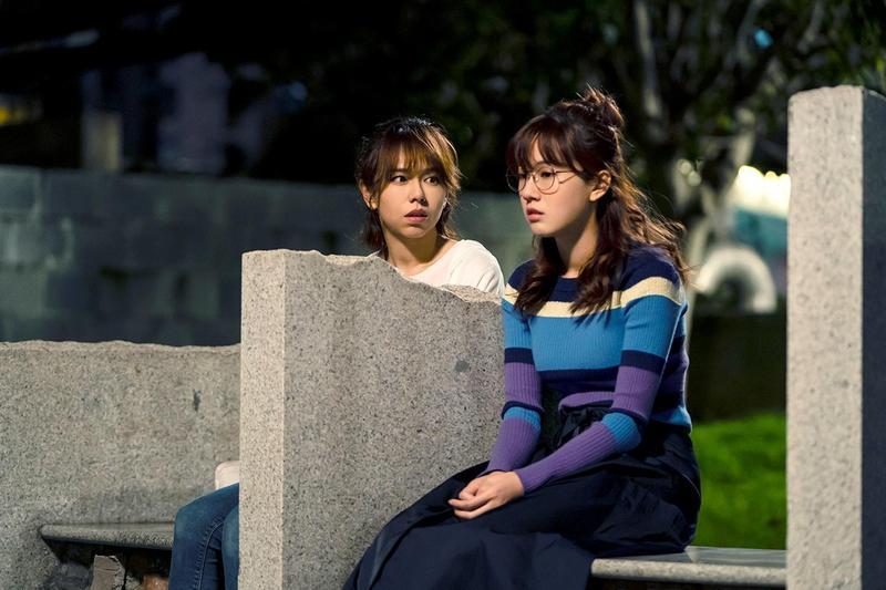 夏于喬(左)安慰正在難過的方志友。(TVBS提供)