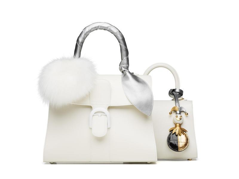 DELVAUX Brillant系列象牙白中型牛皮肩揹包搭配190週年紀念款水貂毛球羊皮綁帶NT$35,900、190週年紀念款鱷魚皮革小丑吊飾價格店洽。(美之心提供)