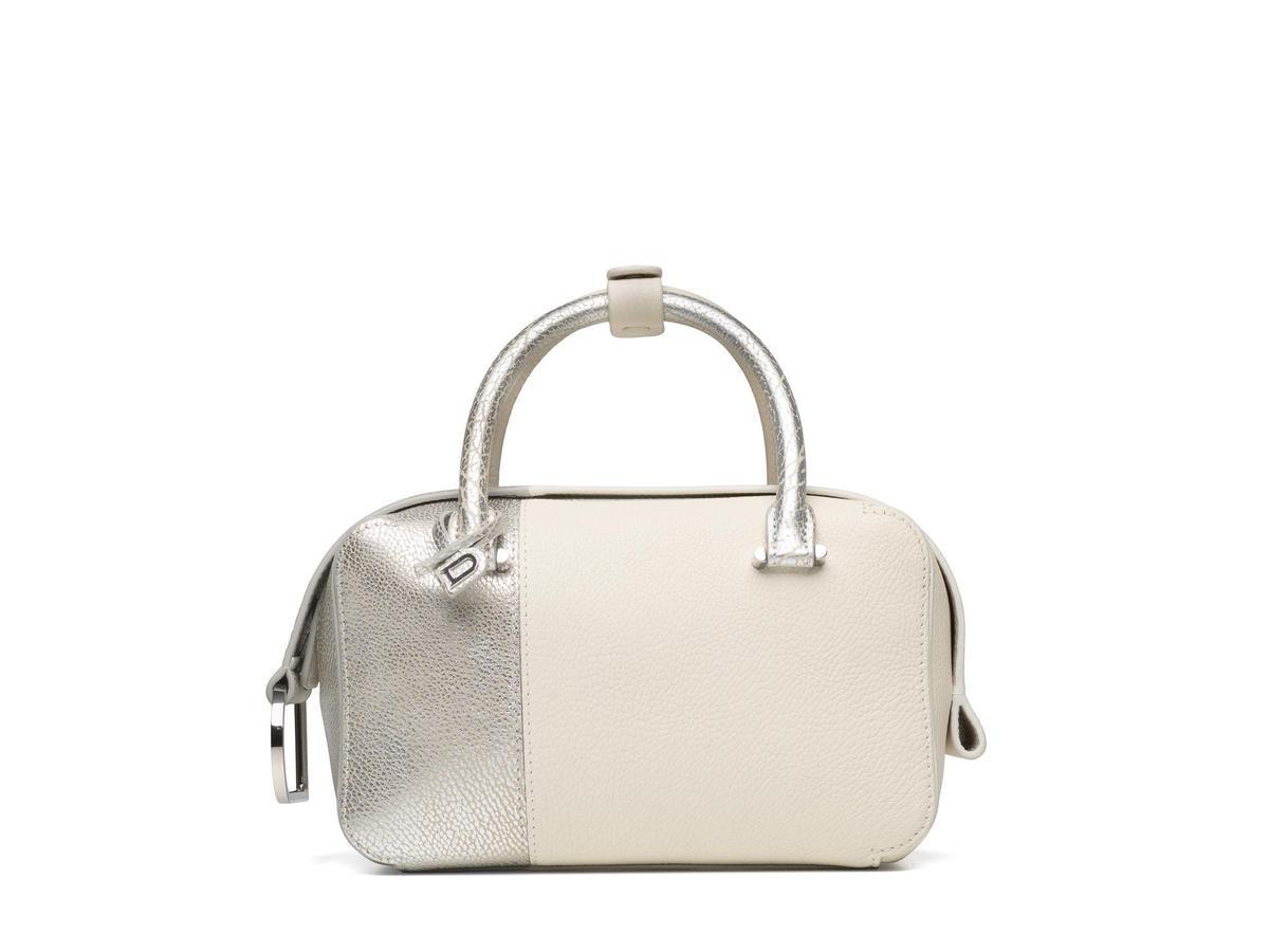 DELVAUX 190週年紀念款Cool Box系列銀色牛皮拼接小型肩揹手提包。NT$121,900(美之心提供)