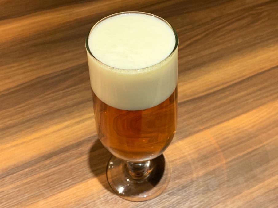 丸山穗高在推特上傳自己喝的啤酒照片挑釁。(翻攝自丸山穗高twitter)