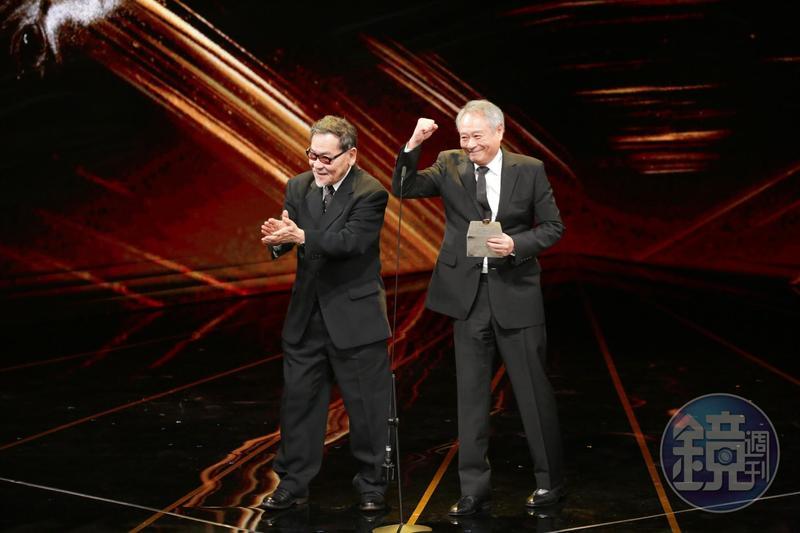 第56屆金馬獎主席李安(右)與評審團主席王童撐起了今年金馬獎。