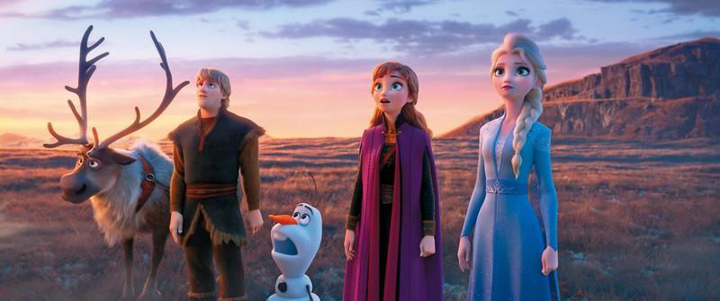 《冰雪奇緣2》把上集最成功的元素再加碼,角色也更為強化,可惜過多的花俏招式犧牲了故事原可以有的厚度。(迪士尼提供)