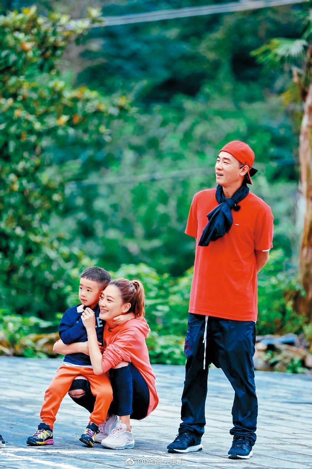 陳小春與應采兒結婚9年,僅育有Jasper一個兒子,應采兒多次被爆懷二胎,都被她否認。(翻攝自《爸爸去哪兒》微博)