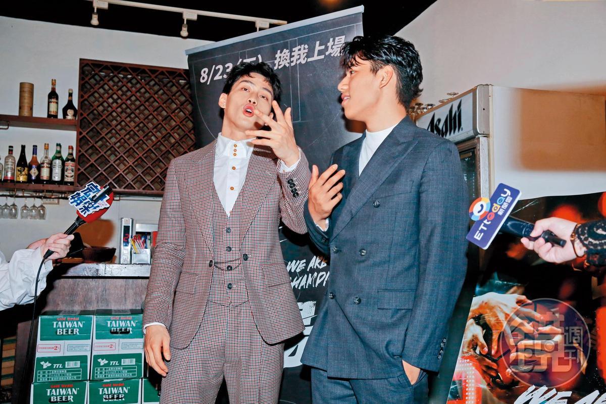 奪下了最佳新演員獎,范少勳(左)看來很有後生之輩的猖狂,以及些許痞樣。右為朱軒洋。