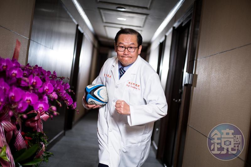 杜元坤至今仍常與北醫時代隊友相約打橄欖球。