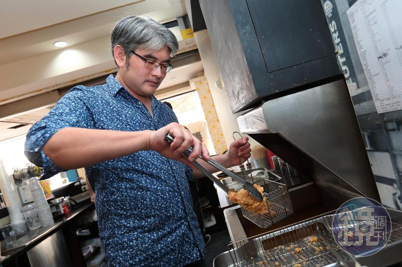 炸雞茶飲連鎖店老闆楊忠憲,中年才苦學投資,如今練就一套多空轉折操作術,勝率近9成。