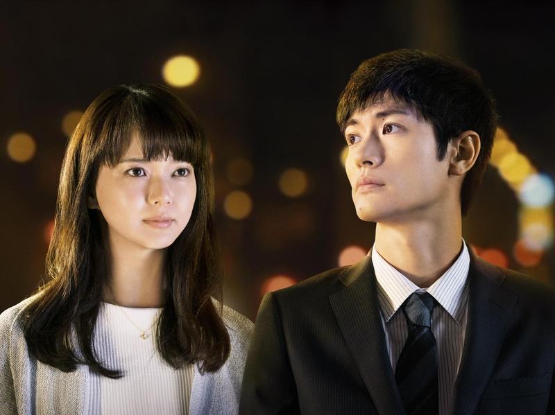 《小小夜曲》改編自日本名作家伊坂幸太郎同名小說,由三浦春馬(右)和多部未華子主演。(天馬行空提供)