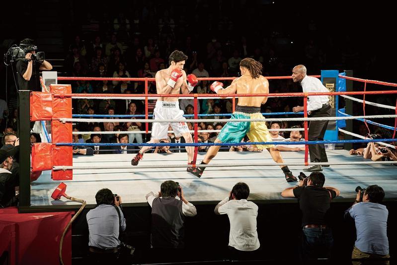 片中三場拳擊賽共花兩天拍攝,既要展現世界級拳賽的規模,又不能拍得太精彩。(天馬行空提供)