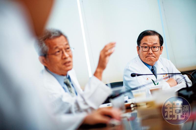 杜元坤(右)常直白笑說自己就是脾氣大、嘴巴毒。