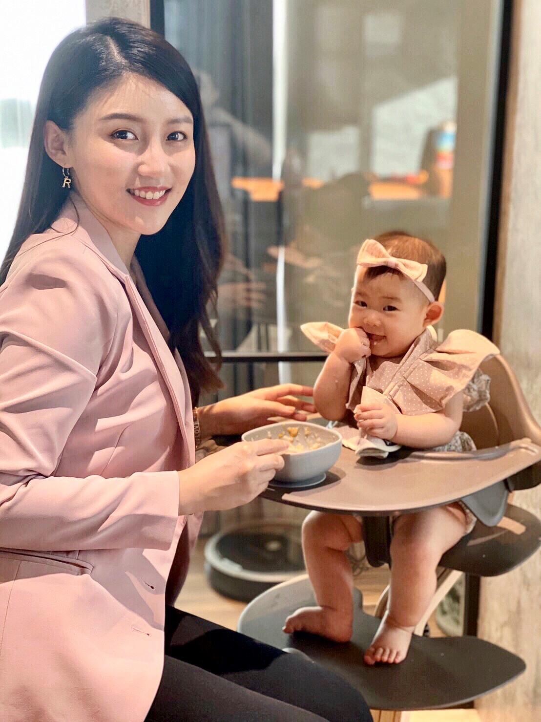 高敏敏常因女兒的小動作和家人間增添更多樂趣。(艾迪昇提供)