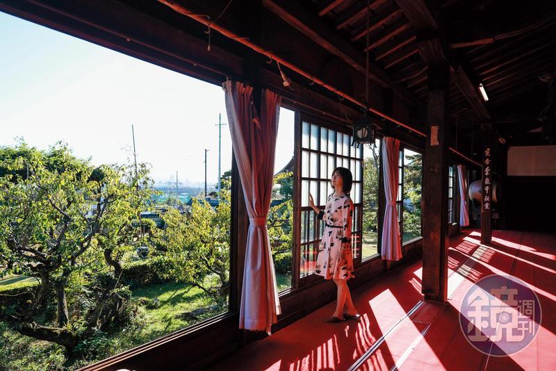 從清見寺2樓的正殿往外看,可遠眺清水港與富士山下的三保松原。