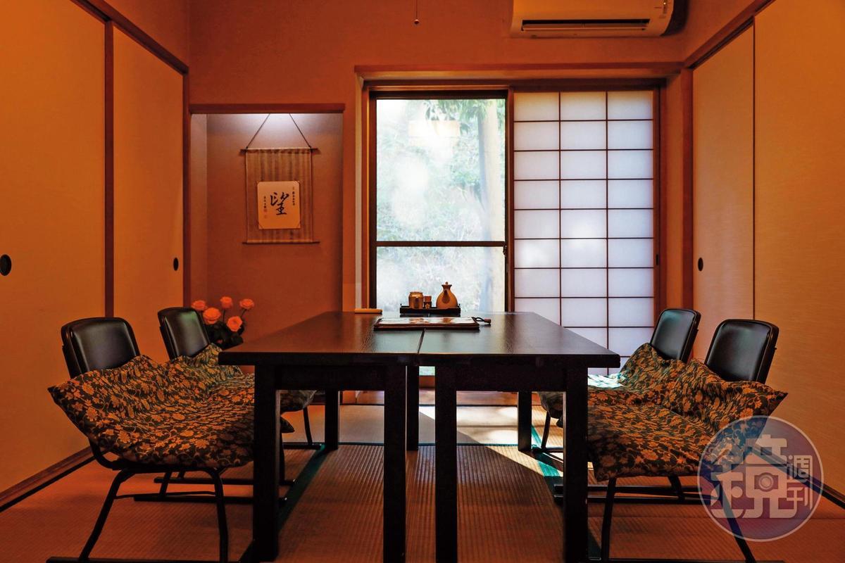餐廳裡除了和室榻榻米,也有座位包廂。