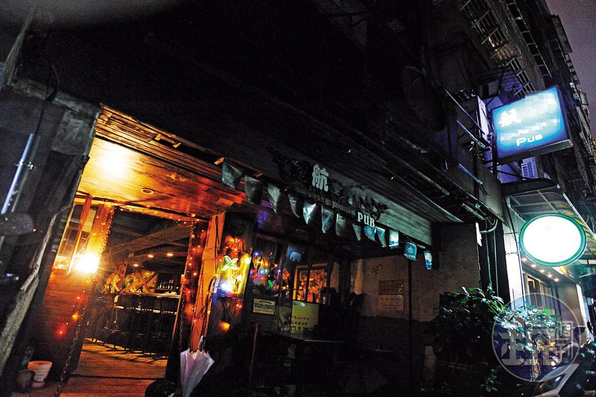 台北市雙城街的航X酒吧,被議員點名是全台最大的酒托店。