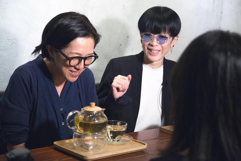 黃韻玲(左)對陳珊妮(右)的音樂之路帶來深刻影響。(文化部影視及流行音樂產業局提供)