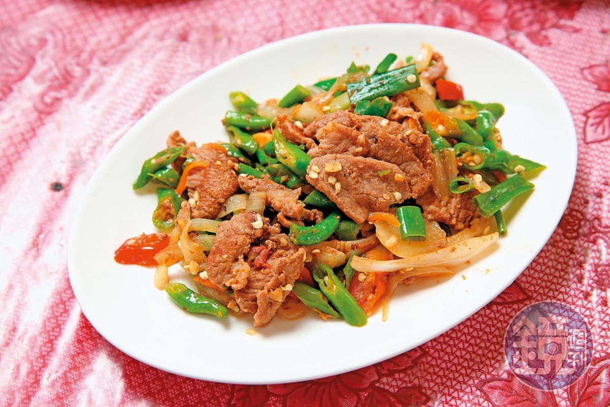 糯米椒炒牛肉辣而不嗆,鹹香下飯,也是很受歡迎的菜色之一。(800元/2公斤)