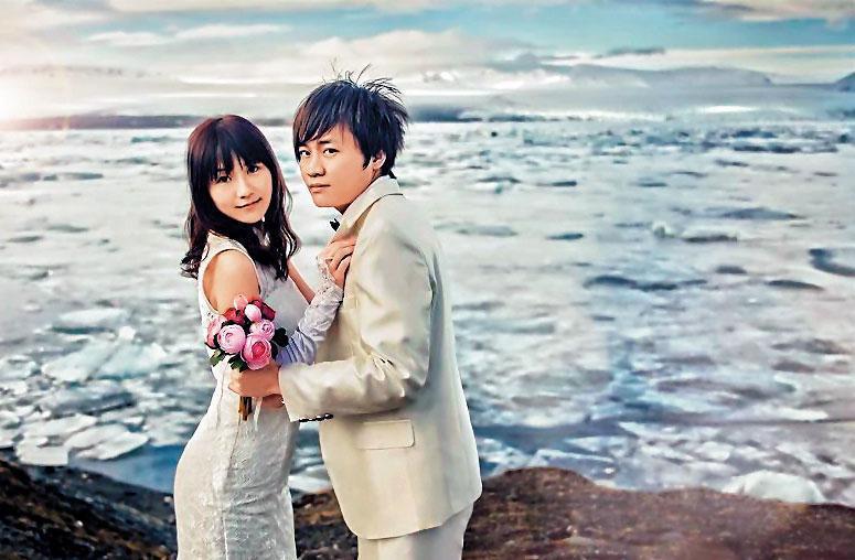 苗栗地院法官何星磊(右)參與妻子藍星沙(左)的婚紗網站,遠赴冰島取景,卻因辦案績效不佳遭暫緩升等。(翻攝臉書)
