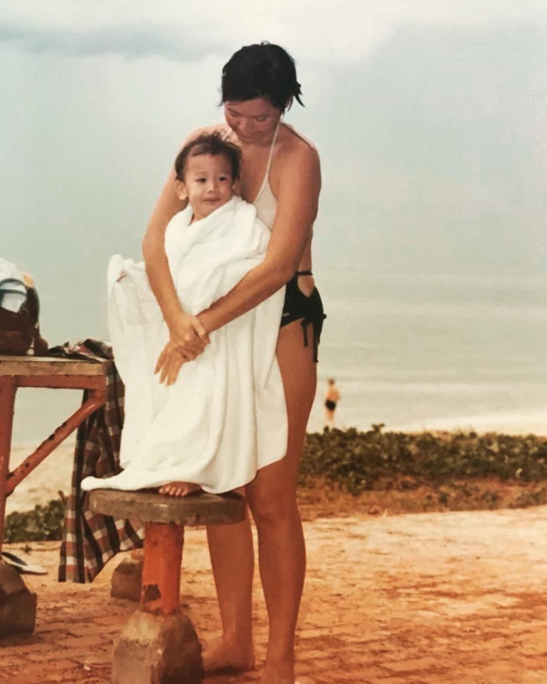 高以翔曾在臉書貼上小時候與母親的幸福時光。(翻攝自高以翔臉書)