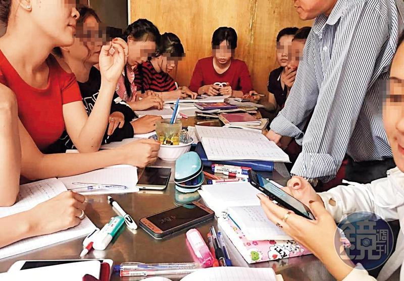 想要嫁到台灣的越南女子,會被業者安排一起學習中文。(讀者提供)