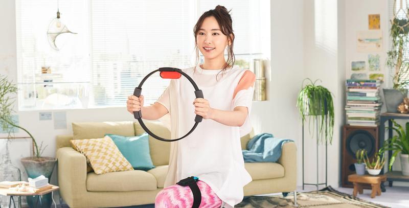 《健身環大冒險》找來日本女星新垣結衣代言,在日本、台灣賣到缺貨。(翻攝自任天堂官網)