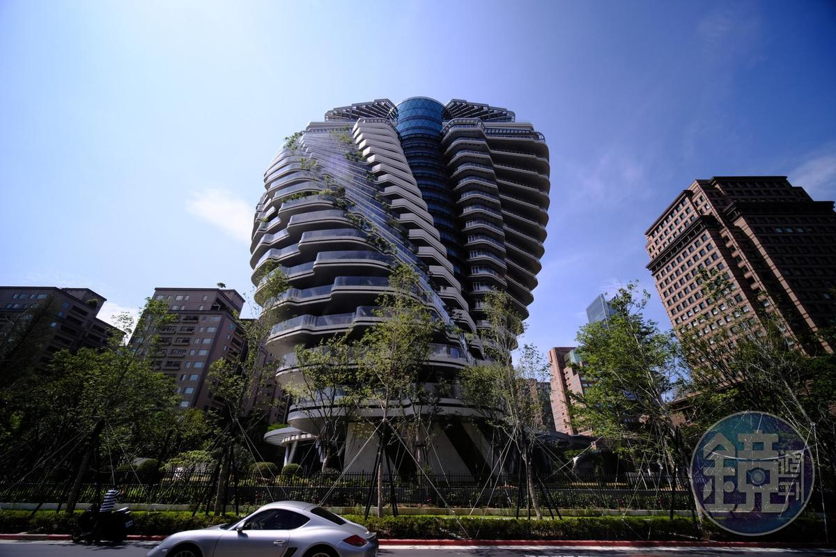 世界上唯一的旋轉造型空中庭園別墅「陶朱隱園」,是沈慶京天馬行空動腦筋的產物。