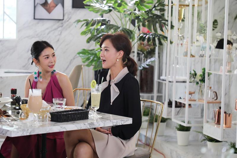 《歡迎光琳》邀請藝人劉真、何妤玟、朱芯儀齊聚一堂吃飯聊天。(緯來)