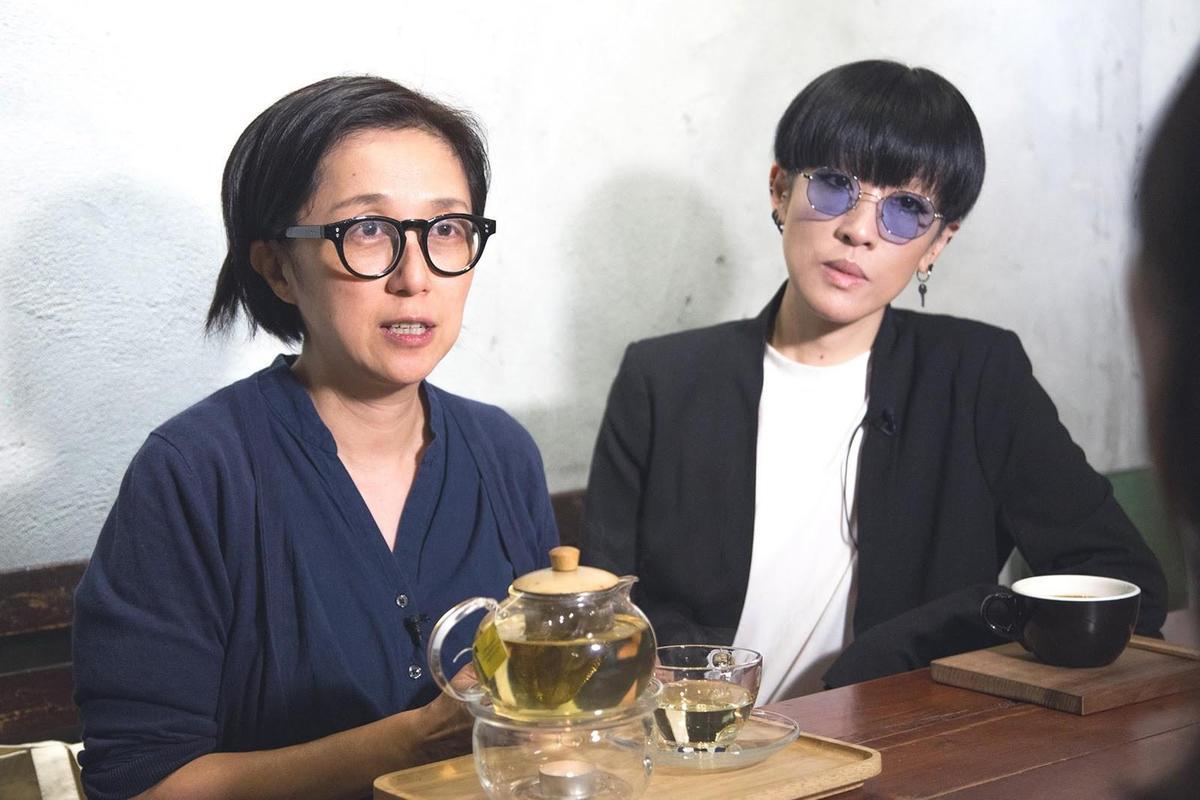 黃韻玲(左)、陳珊妮(右)討論未來巨星的樣貌時,認為時代不同,應該先討論用什麼標準來衡量。(影視及流行音樂產業局提供)