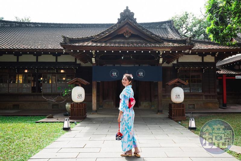 遊客在「嘉義市史蹟資料館」換上日式浴衣,便宛如置身日本。