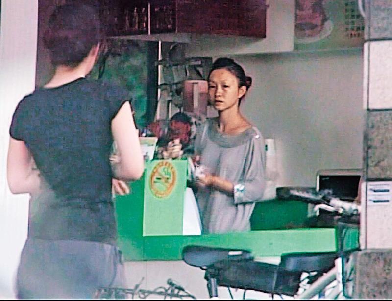 黃郁玲的早餐店生意很好,光顧的多是年輕男子。(東森新聞提供)