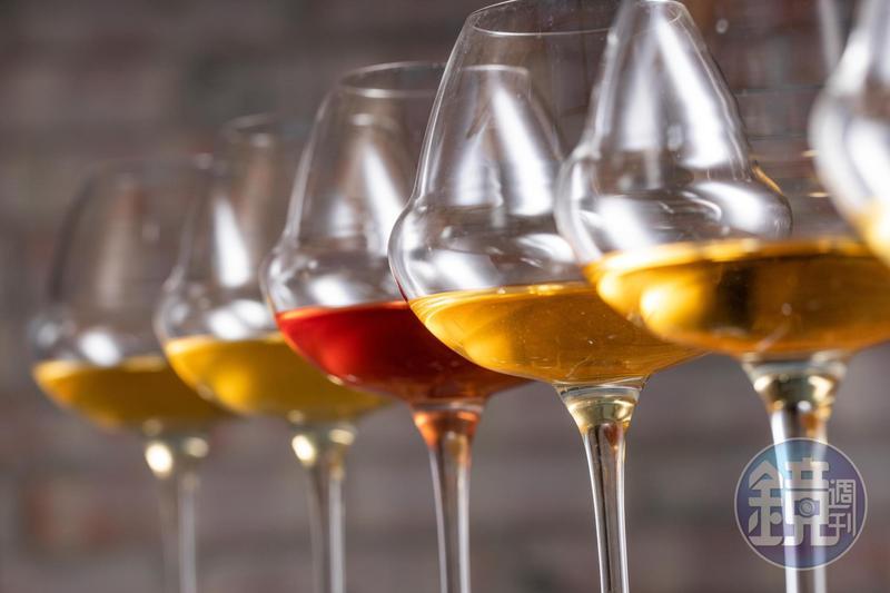酒色介於紅、白酒之間的橘酒,因自然派風潮再度走紅。