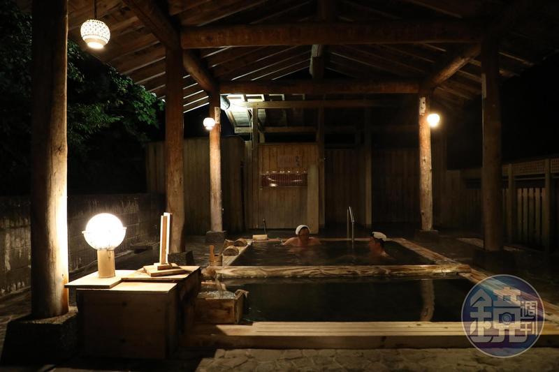 「松之山溫泉」是日本有名的三大藥湯之一,「雛之宿千歲」的「月見之湯」引入溫度極高的源泉。