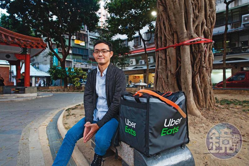吳宇宗曾任電視台記者,2年前為投入演員夢想,離開新聞圈。在等待演出機會空檔,他跑外送養活自己。