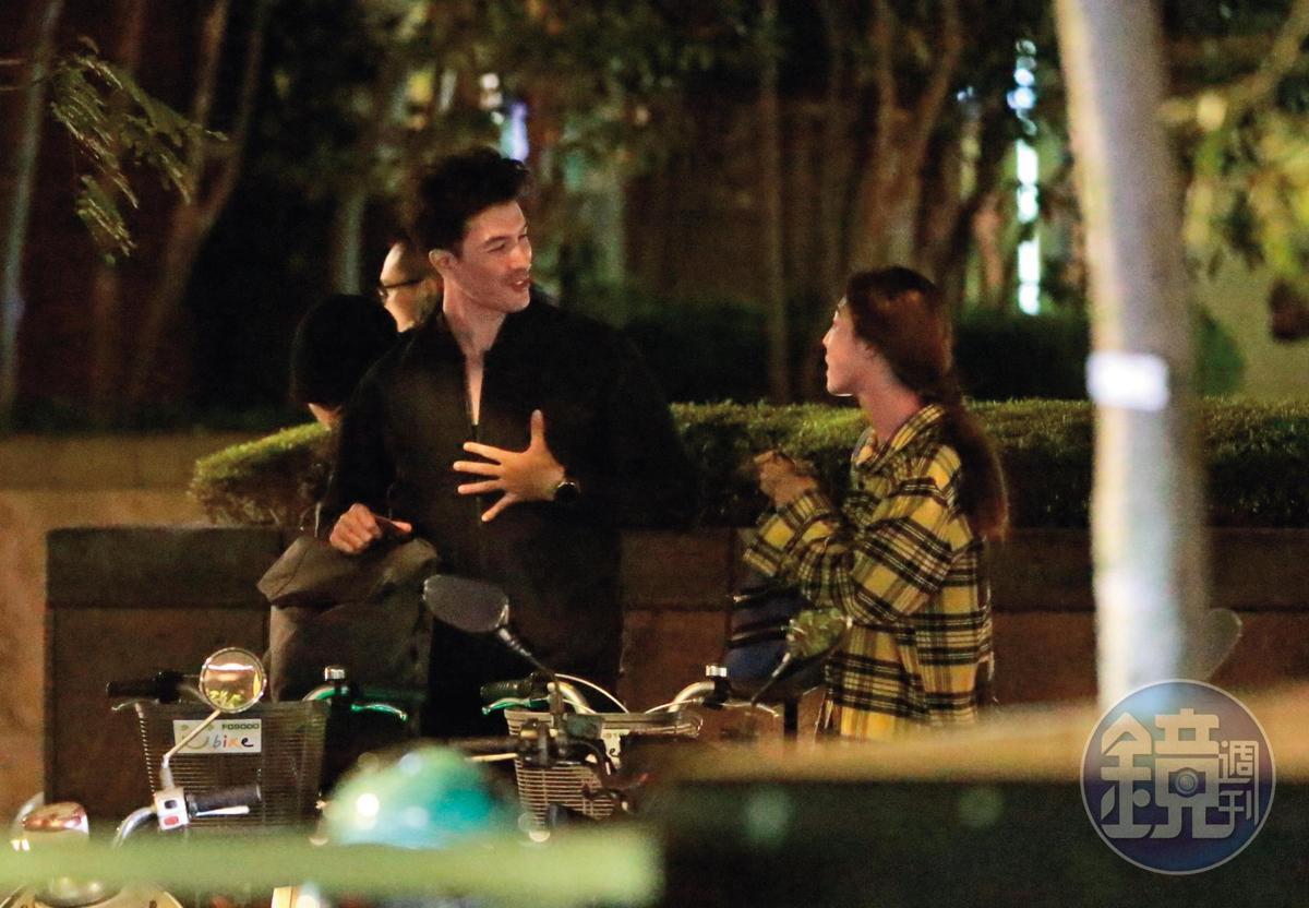12/3 22:20,錦榮與美籍韓裔女演員Kirstin Leigh在Youbike站,聊了快10分鐘,話題源源不絕。