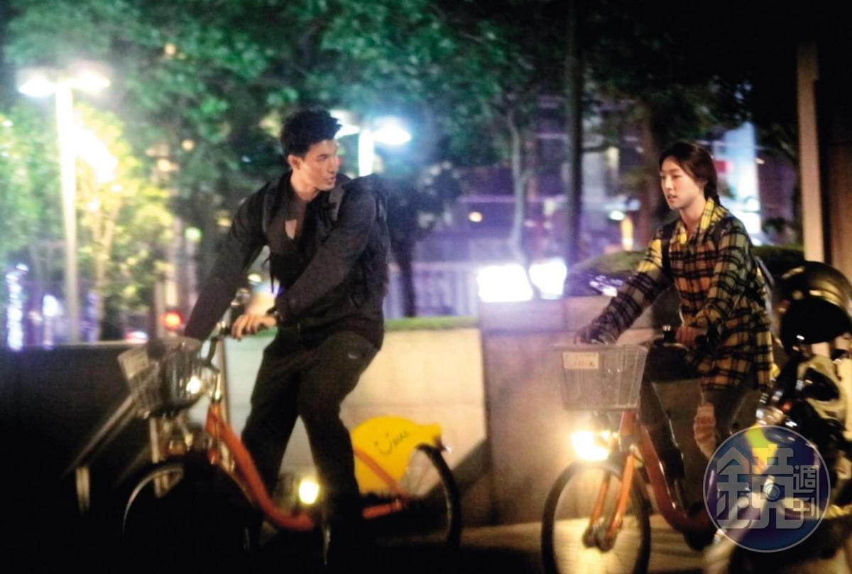 12/3 22:27,就連騎車時,錦榮(左)都與Kirstin Leigh歡樂聊天,相當投緣。