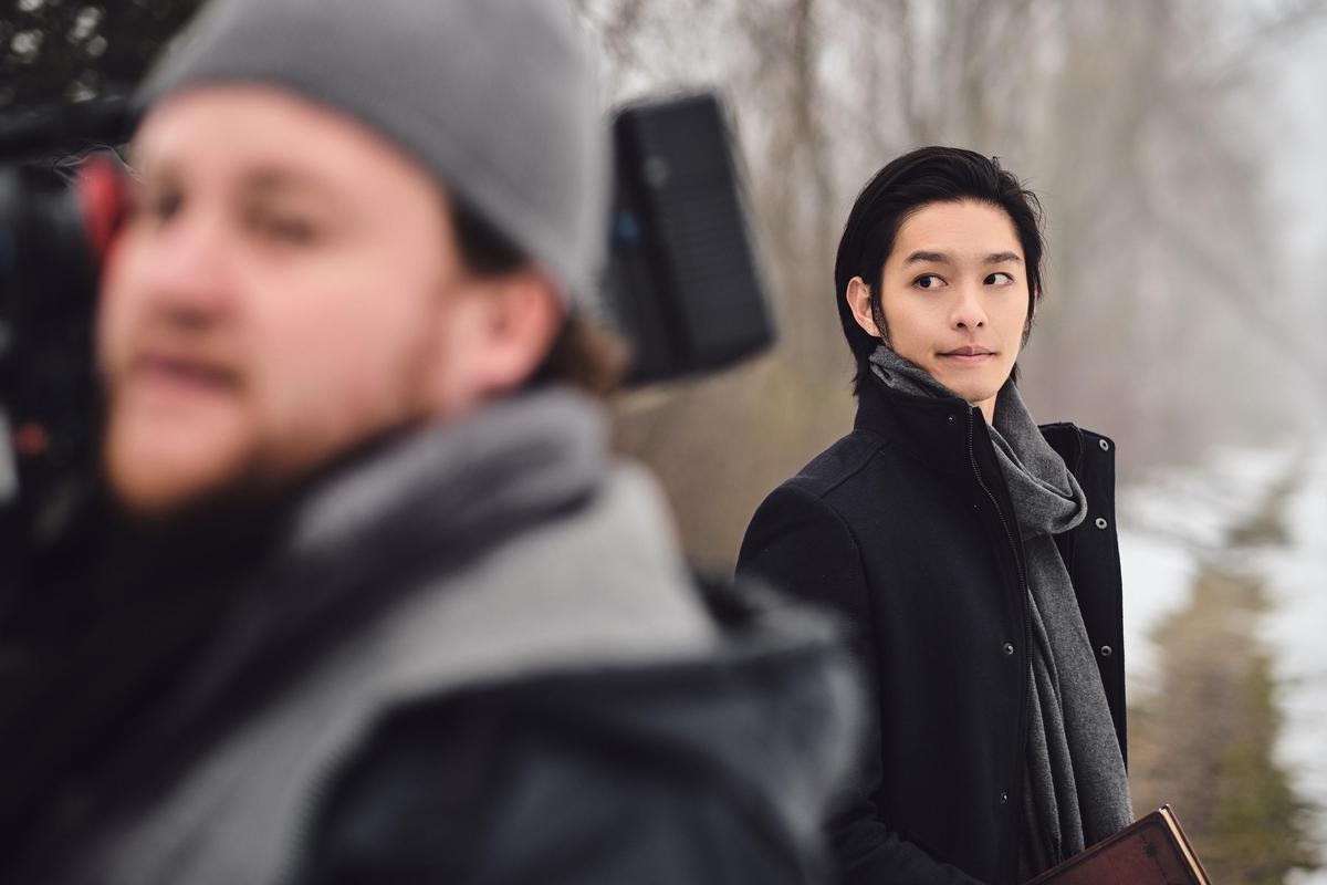 曹佑寧在戲中扮演對靈異事件有深入研究的作家,為此,他苦練大量英文對白。(華映提供)