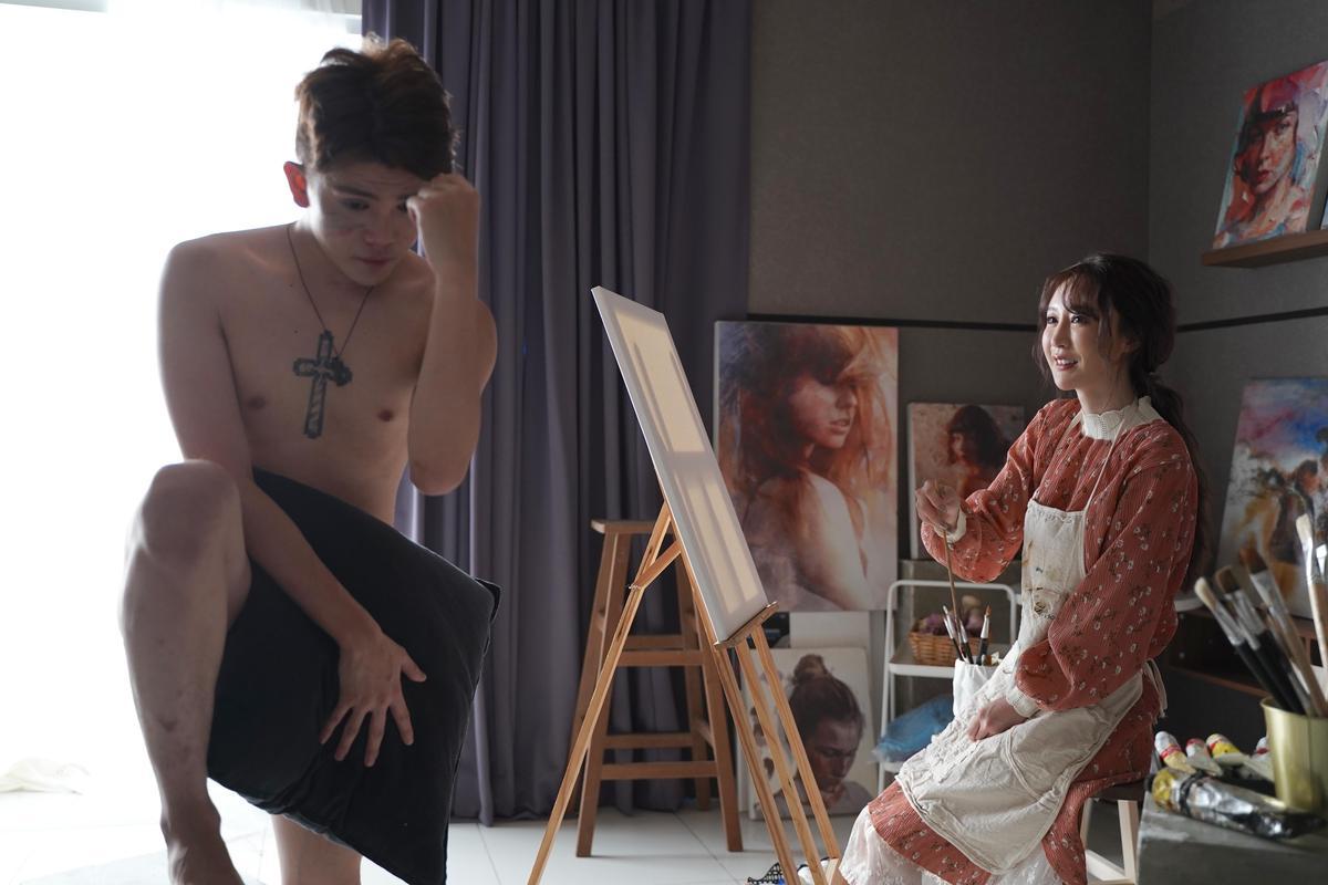 〈愛妳也愛她〉MV邀來緋聞不斷的反骨男孩Wackyboys成員孫生擔任男主角。(亞洲通文創、初樂直播平台共同提供)