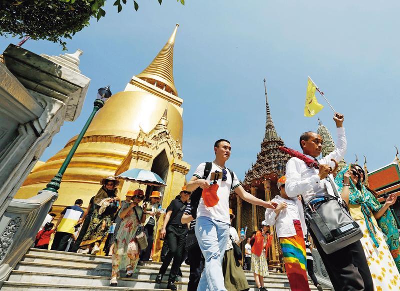 泰國簽證要求財力證明一事,政府對泰外交應該硬起來,不能任由泰國這樣軟土深掘,得寸進尺。(東方IC)