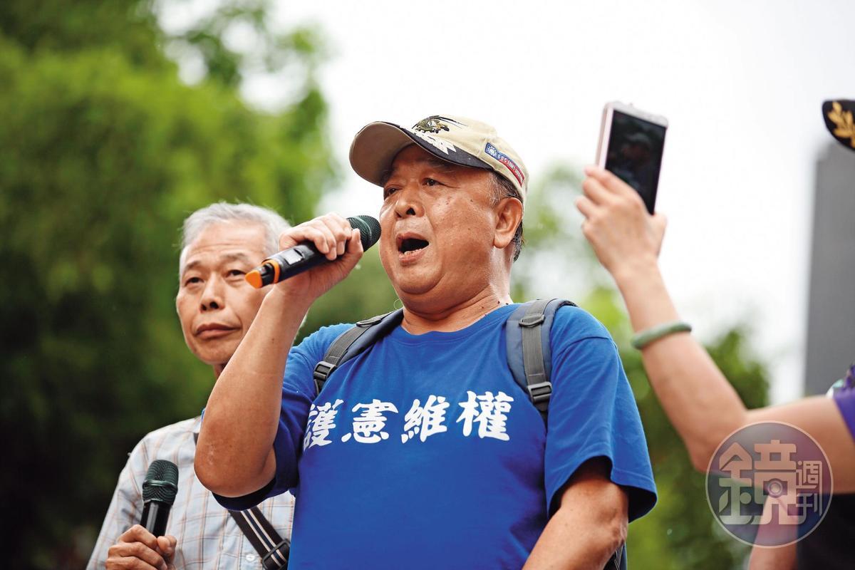 藍營內部憂心,退將吳斯懷的親中立場已嚴重衝擊明年大選結果。
