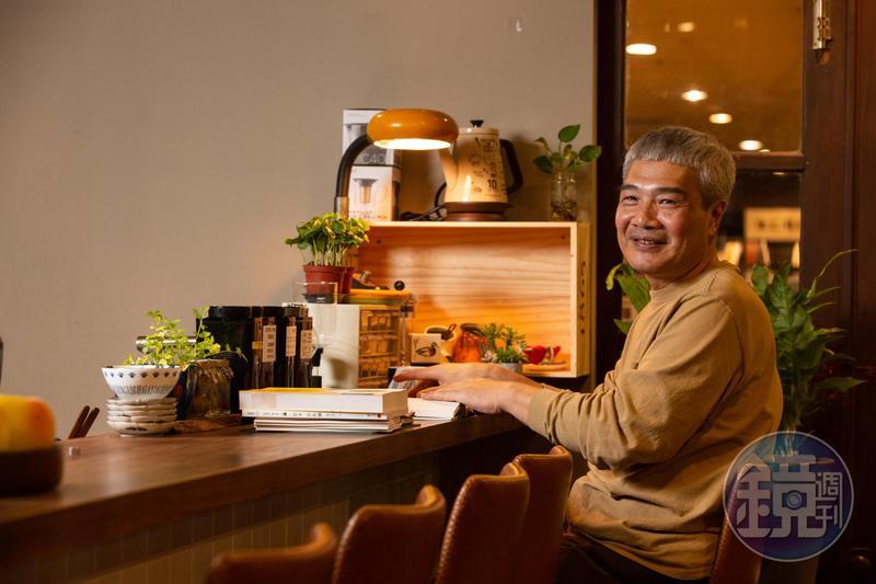 走過憂鬱症之苦,何新松希望自己經營的小店,成為顧客身心靈的充電站。