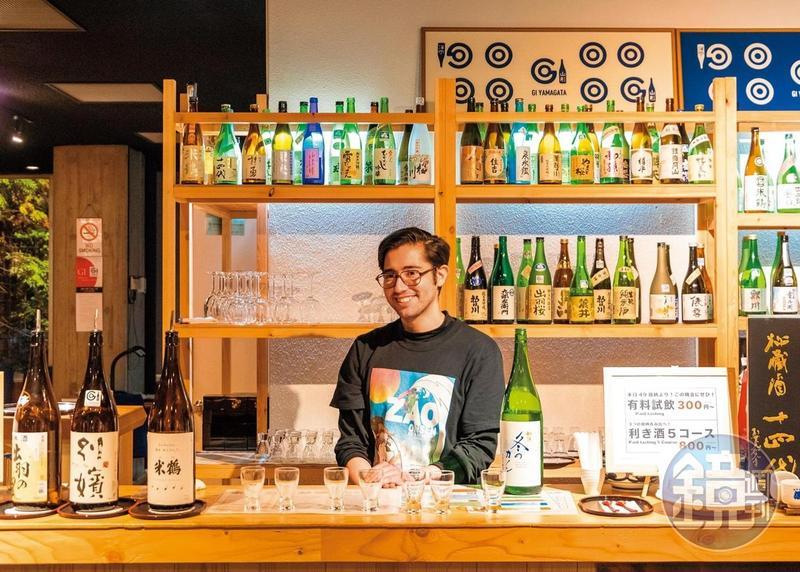 來自智利的小帥哥以英、日文介紹「山形酒博物館」的清酒特色。