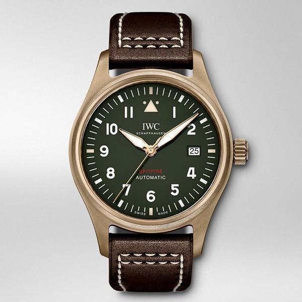 錶徑39mm、時間及日期指示、自動上鏈機芯、建議售價NT$ 167,000
