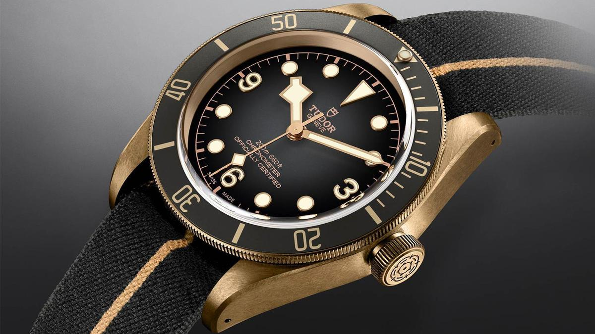 錶徑43mm、時間指示、自動上鏈機芯、C.O.S.C.瑞士官方天文台認證、建議售價NT$ 128,500